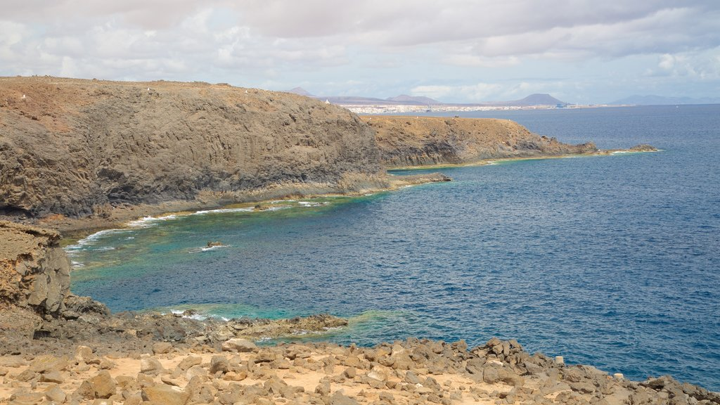 Costa de Antigua which includes rocky coastline