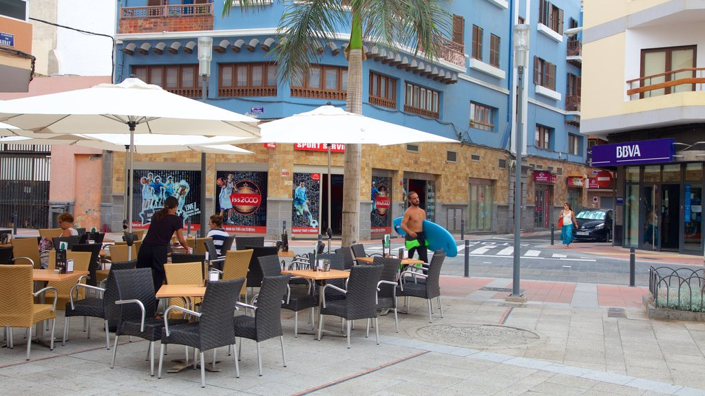 Las Palmas de Gran Canaria featuring outdoor eating and a city