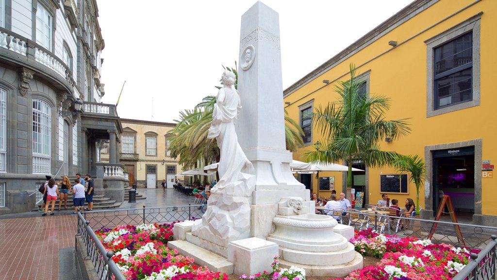 Las Palmas de Gran Canaria which includes a square or plaza and a statue or sculpture