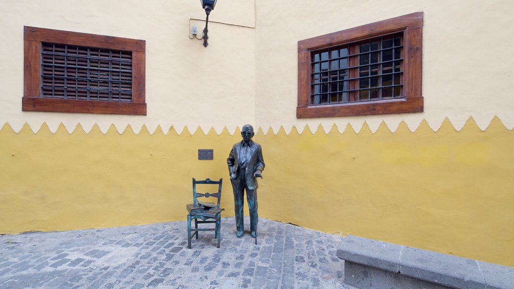 Las Palmas de Gran Canaria which includes a statue or sculpture