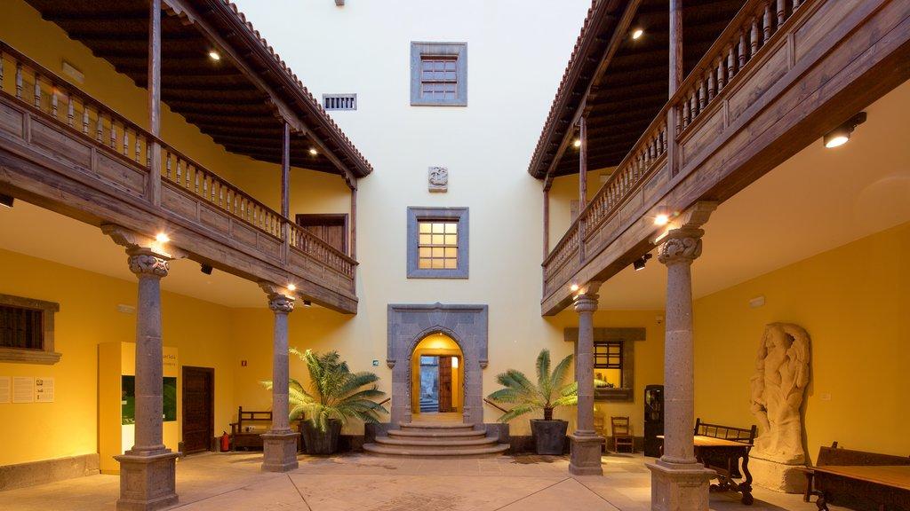 Las Palmas de Gran Canaria showing heritage architecture