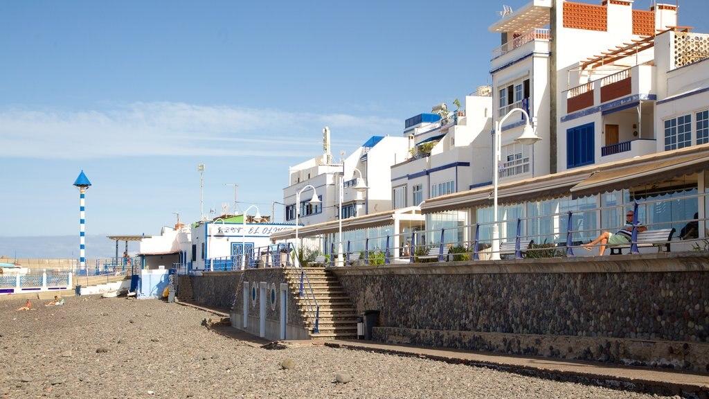 Agaete which includes a pebble beach and a coastal town