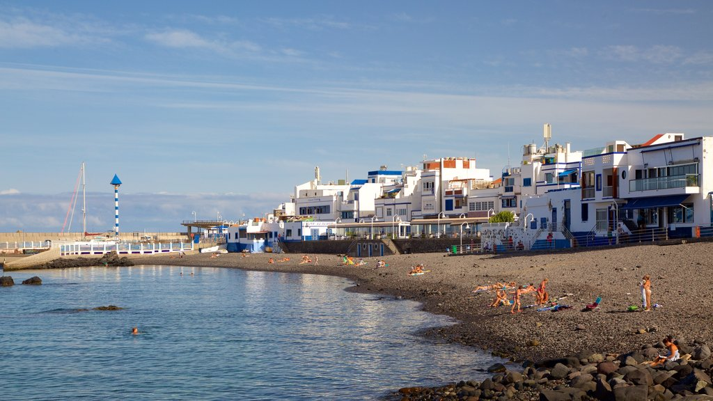 Agaete showing a pebble beach, a coastal town and general coastal views