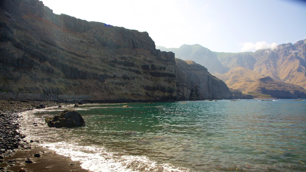 Agaete showing mountains and rocky coastline