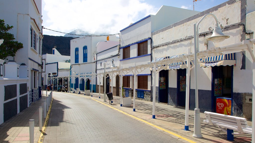 Agaete which includes shopping and a small town or village