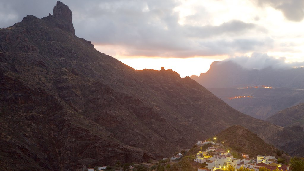 Tejeda which includes mist or fog, mountains and a sunset