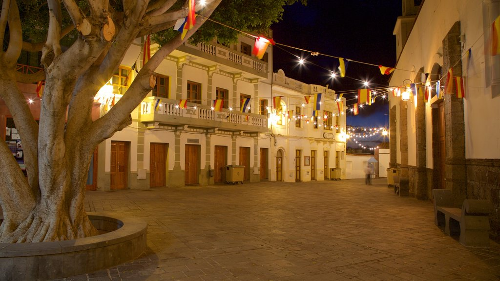 Tejeda showing a small town or village, night scenes and a square or plaza