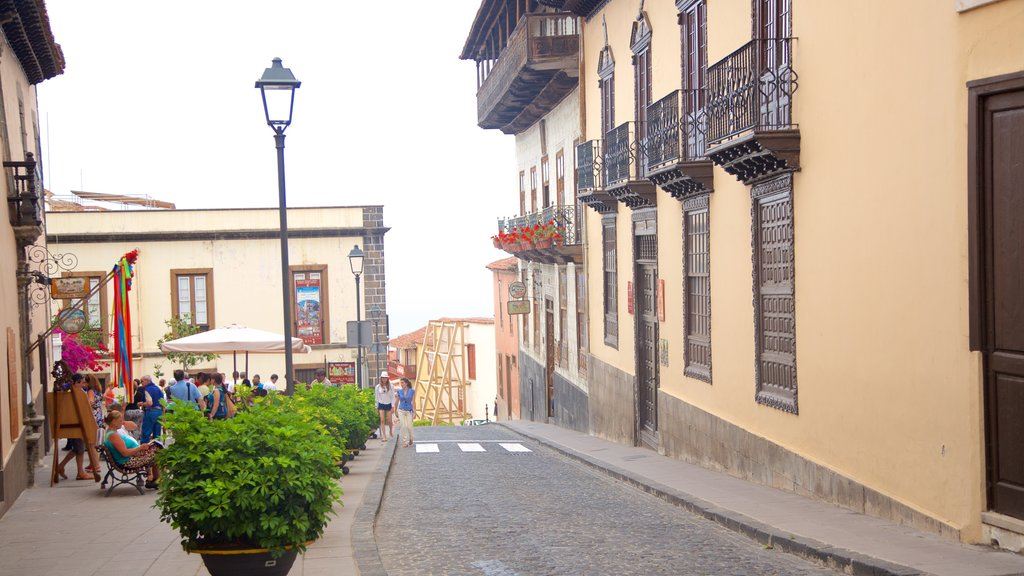 La Orotava showing heritage architecture and a city
