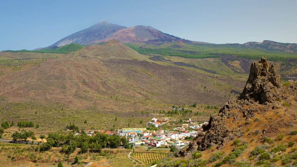 Santiago del Teide showing tranquil scenes and a small town or village