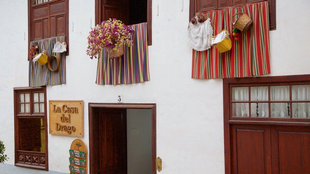 Icod de los Vinos showing signage