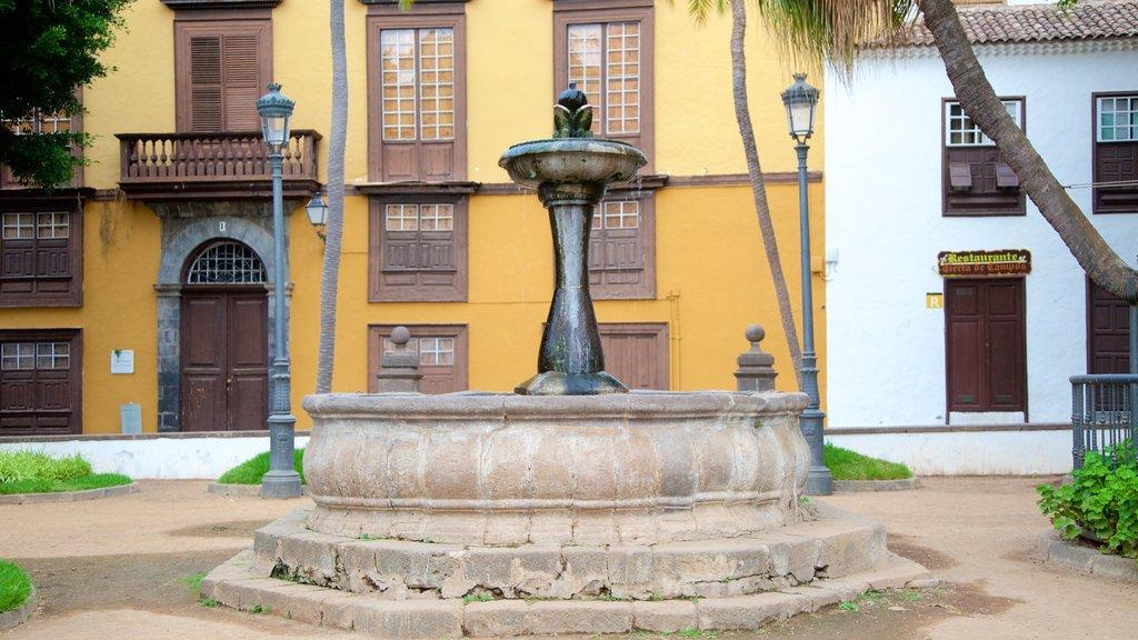 Icod de los Vinos which includes a fountain