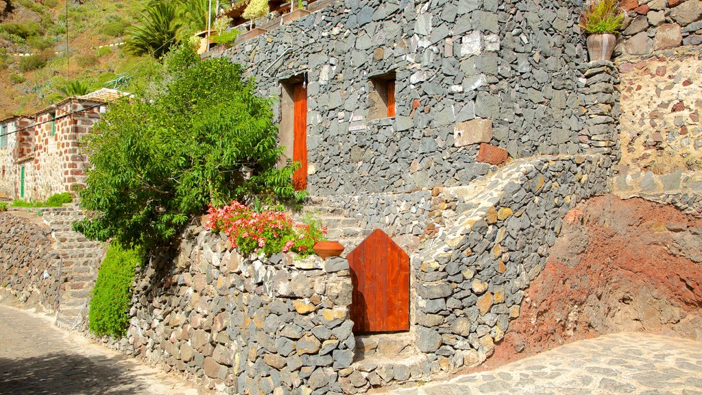 Masca featuring a house