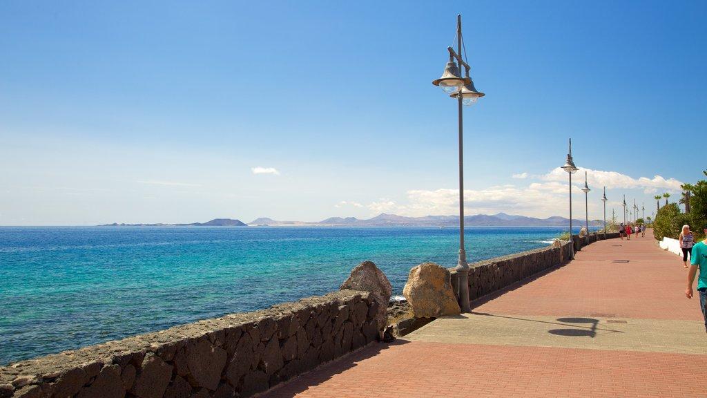 Playa Blanca showing general coastal views