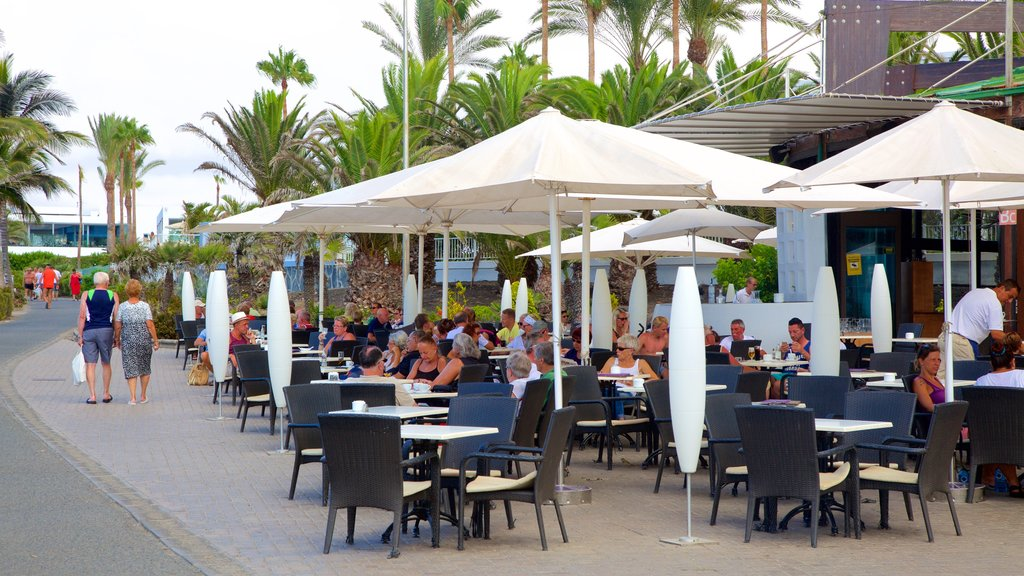 Maspalomas featuring outdoor eating