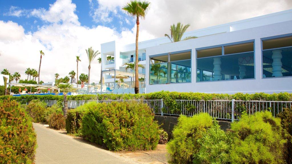 Maspalomas which includes modern architecture