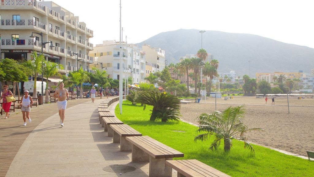 Los Cristianos showing a coastal town