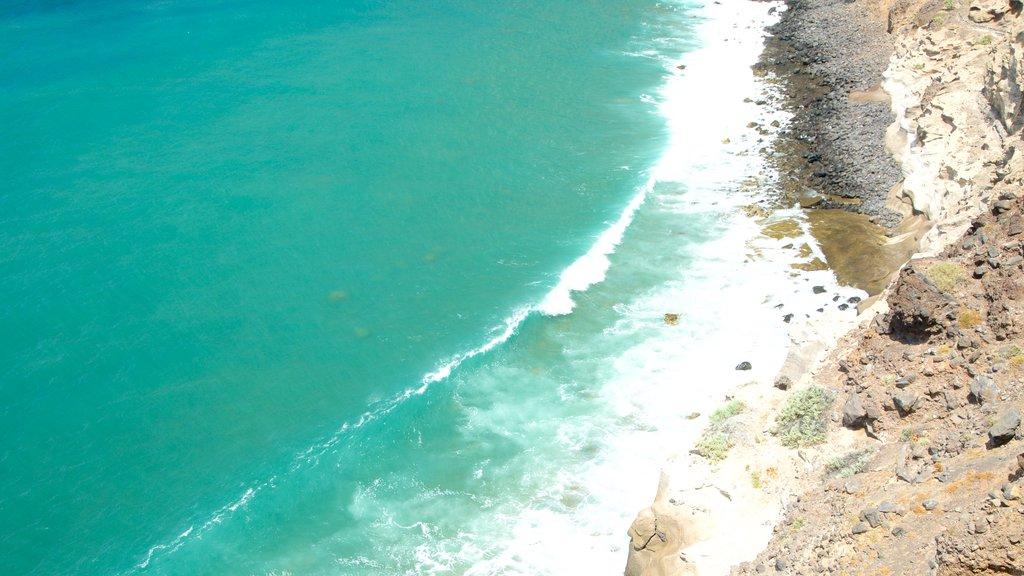 Los Gigantes featuring rocky coastline