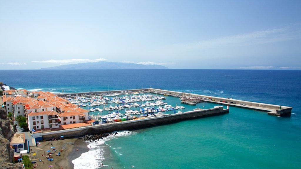 Los Gigantes which includes a bay or harbor, a coastal town and boating