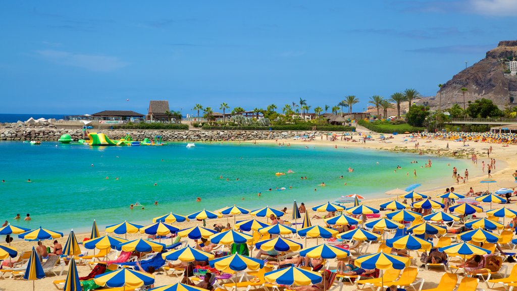 Amadores Beach showing a sandy beach, a luxury hotel or resort and general coastal views