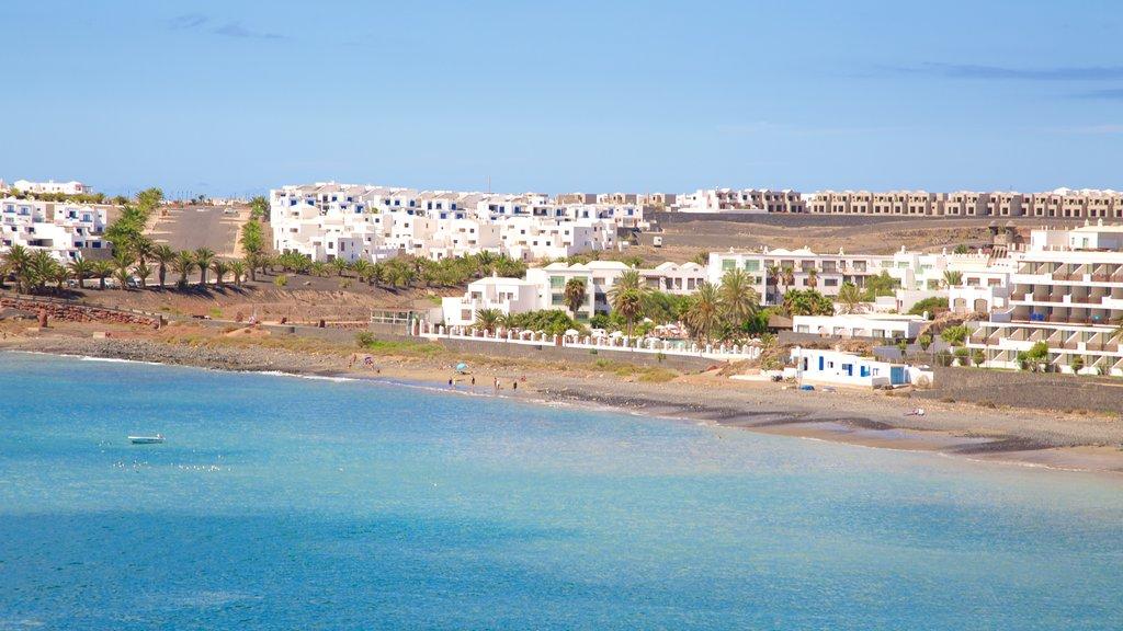 Papagayo Beach which includes a coastal town and general coastal views