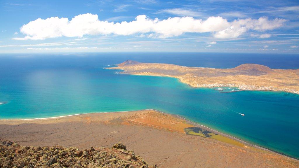 Mirador del Rio showing island views and general coastal views