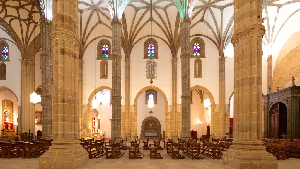 Cathedral of Santa Ana featuring religious elements, interior views and a church or cathedral