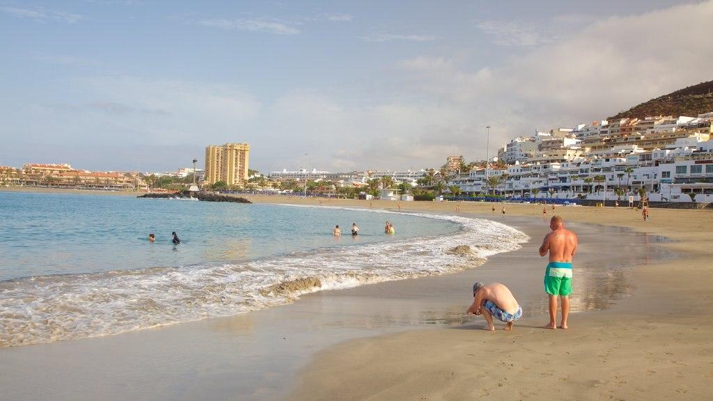 Las Vistas Beach which includes a sandy beach, a coastal town and general coastal views
