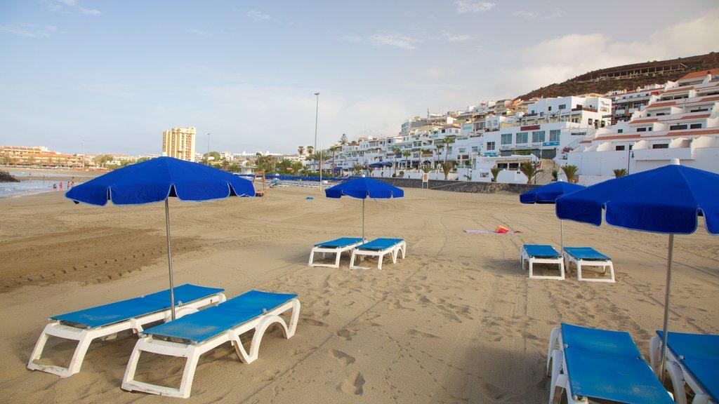 Las Vistas Beach showing a coastal town and a sandy beach