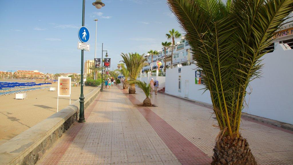Las Vistas Beach which includes a coastal town