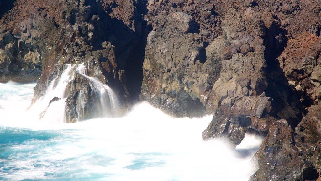 Los Hervideros Caves showing rugged coastline