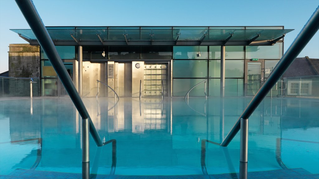 Thermae Bath Spa showing a pool and modern architecture