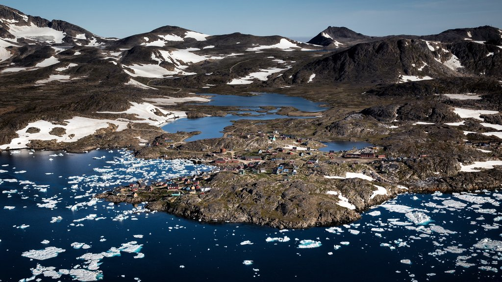 Kulusuk showing a lake or waterhole, landscape views and snow