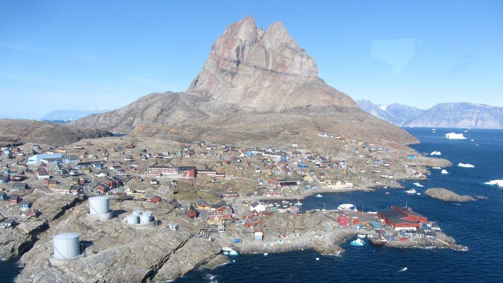 Uummannaq featuring a small town or village, mountains and general coastal views