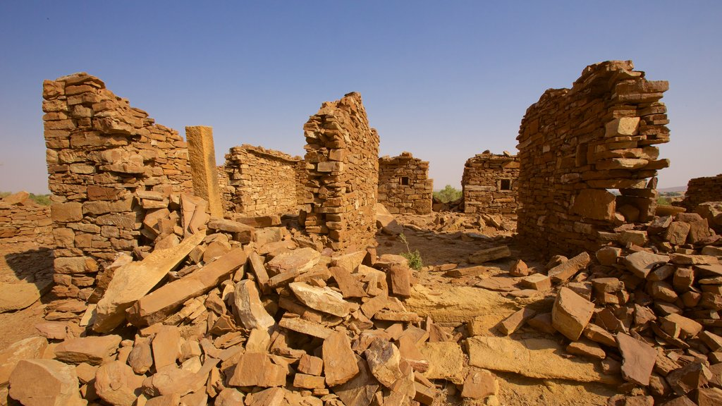 Khaba Fort showing building ruins