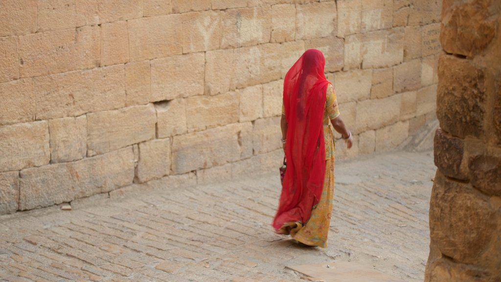 Jaisalmer Fort as well as an individual femail