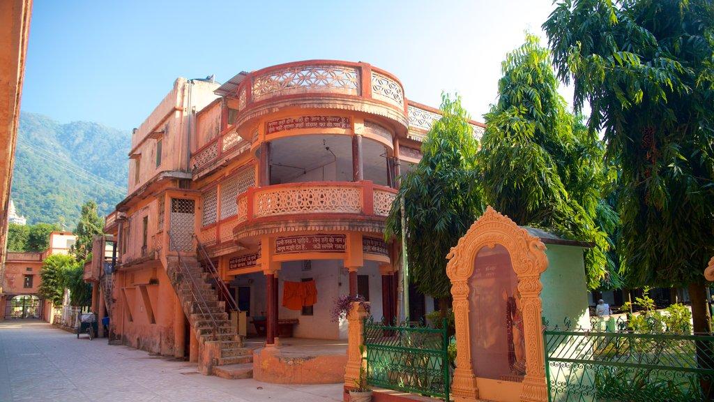Parmarth Niketan featuring a small town or village