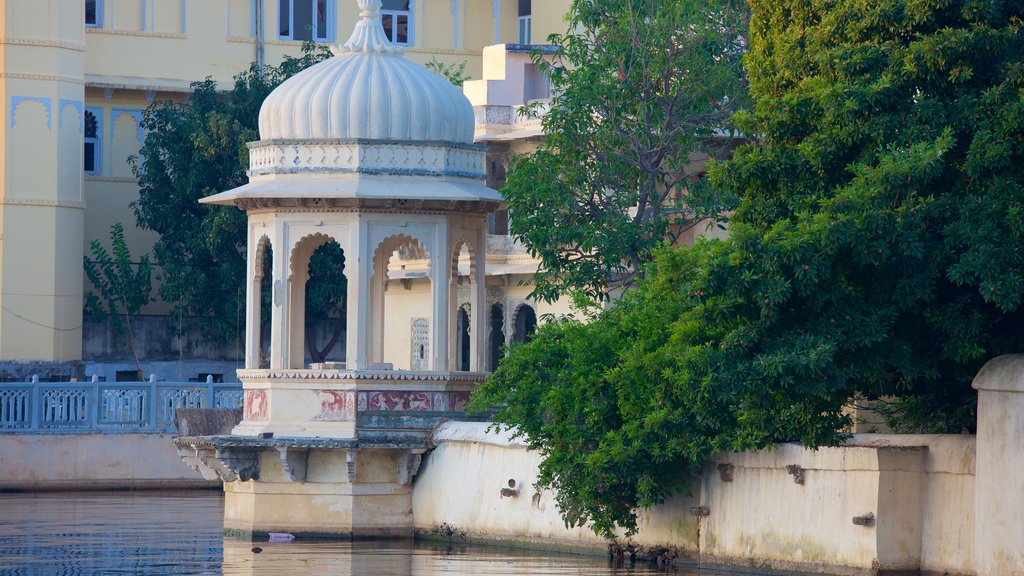 Udaipur showing a lake or waterhole and heritage elements