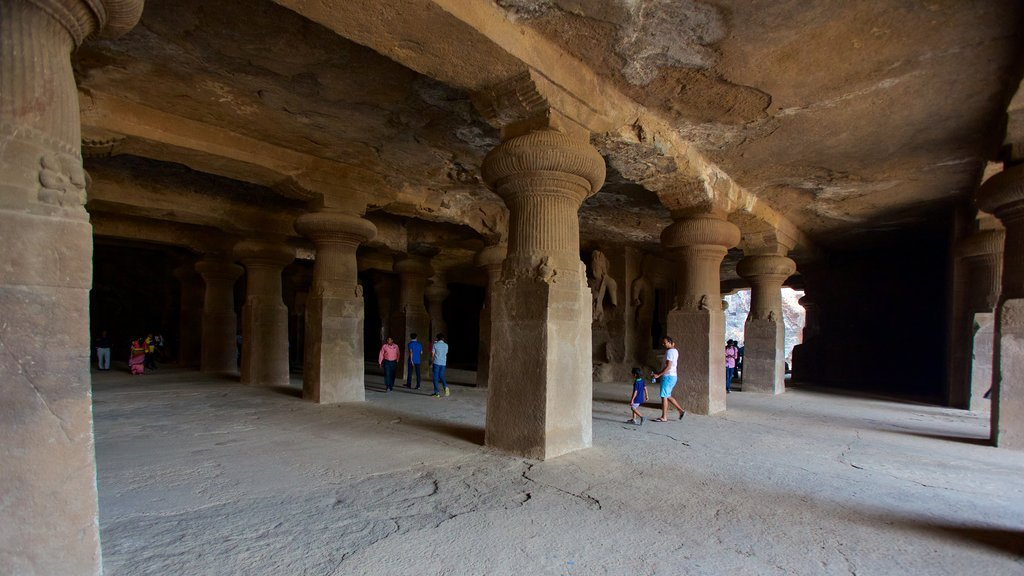 Elephanta Caves featuring caves and heritage elements