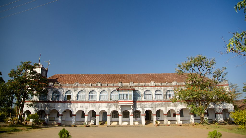 Madikeri Fort showing chateau or palace, heritage architecture and heritage elements