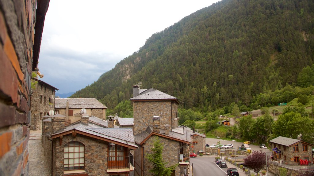 Arinsal featuring mountains, a city and heritage architecture