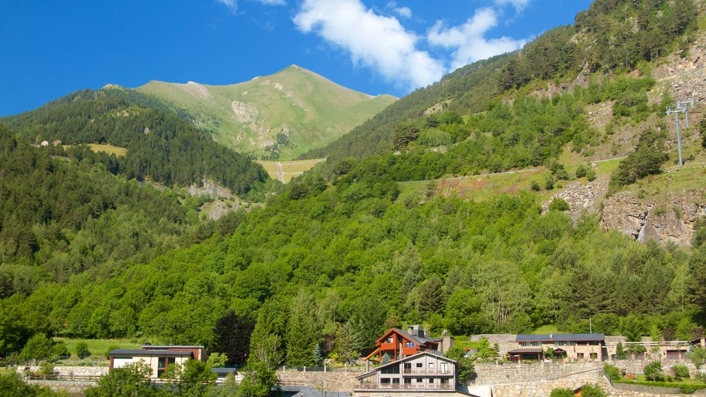Arinsal featuring a small town or village, mountains and tranquil scenes