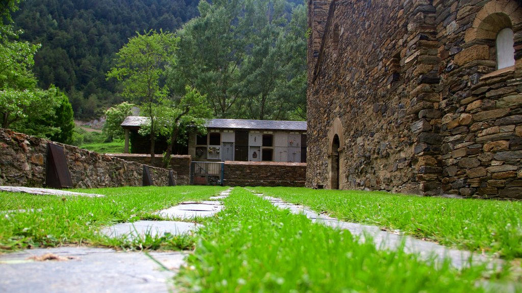 La Cortinada featuring heritage architecture and tranquil scenes