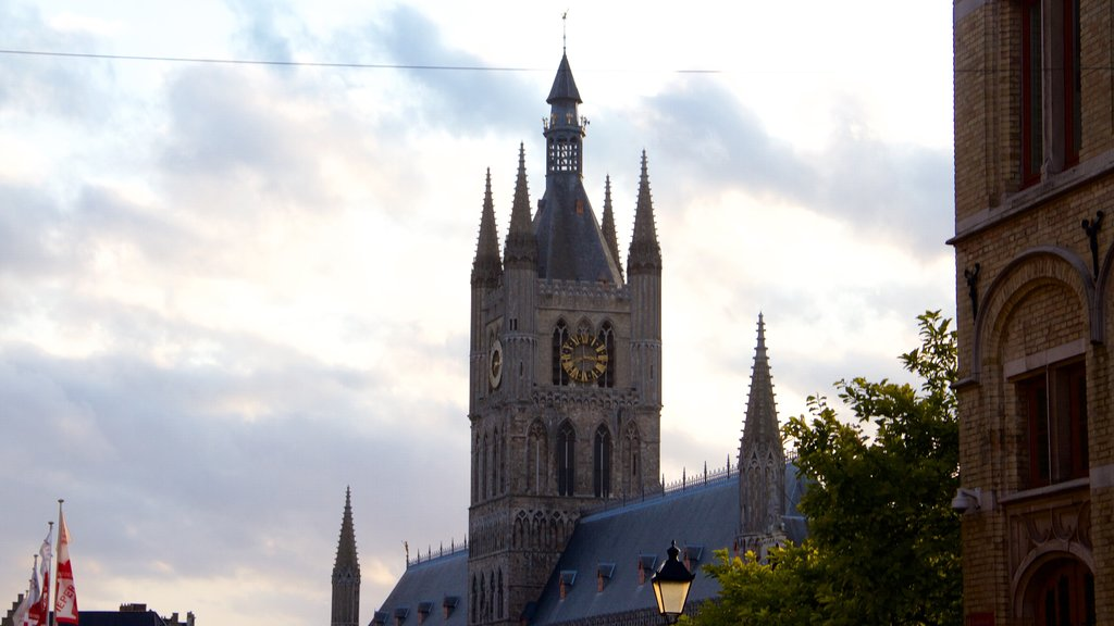 Ypres showing heritage elements and a sunset