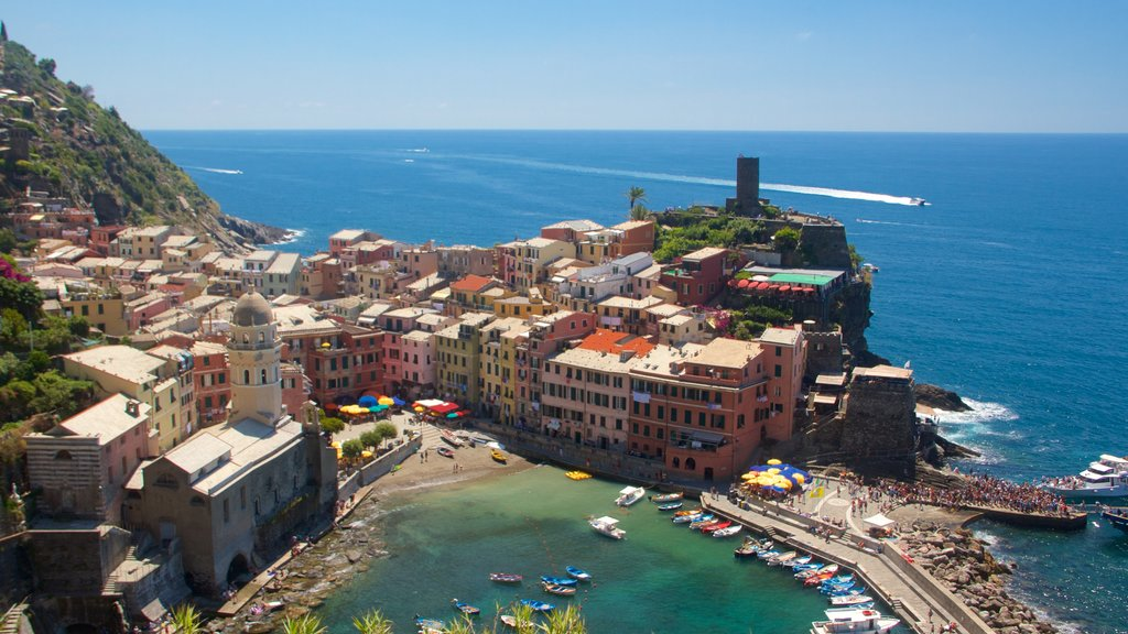 Vernazza which includes a coastal town, a city and general coastal views