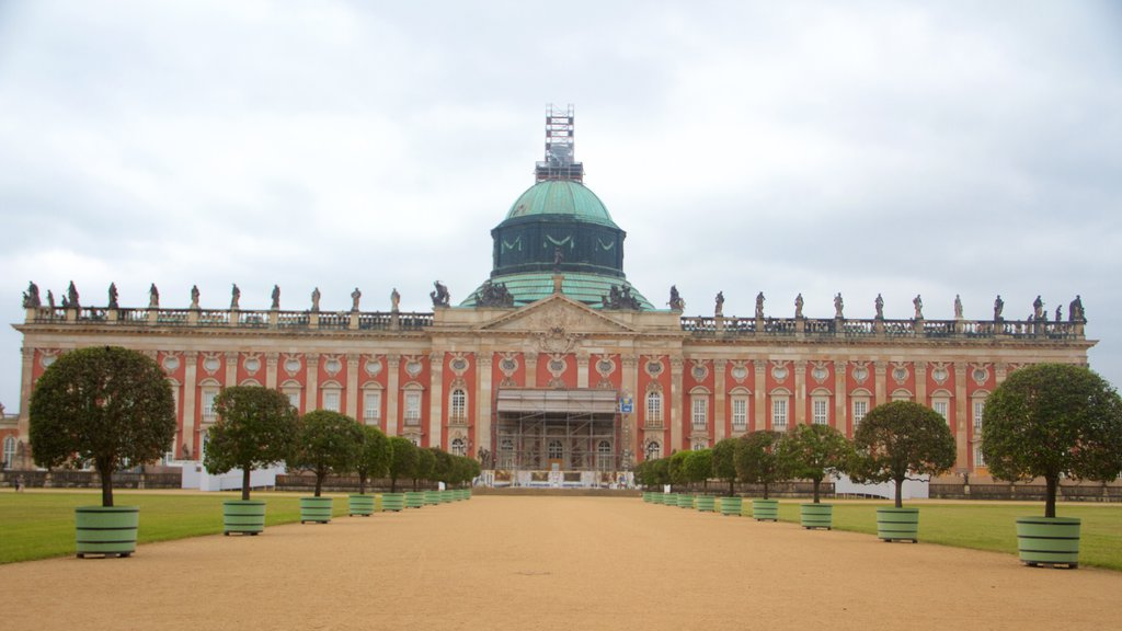 New Palace which includes heritage architecture, a castle and heritage elements