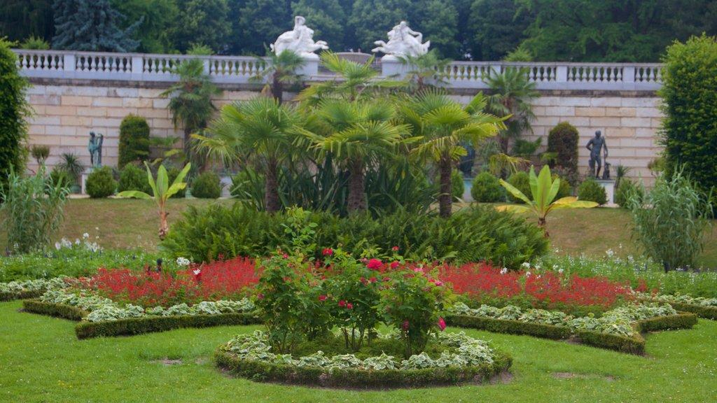 Sanssouci Park which includes a garden and flowers