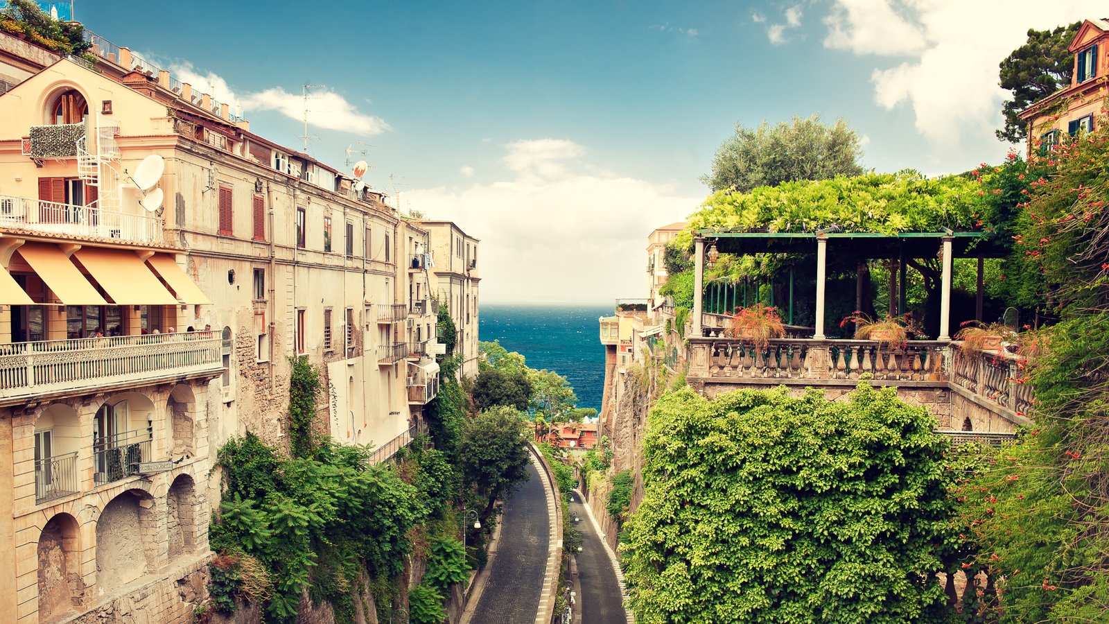 Historic Buildings Pictures: View Images of Sorrento Coast