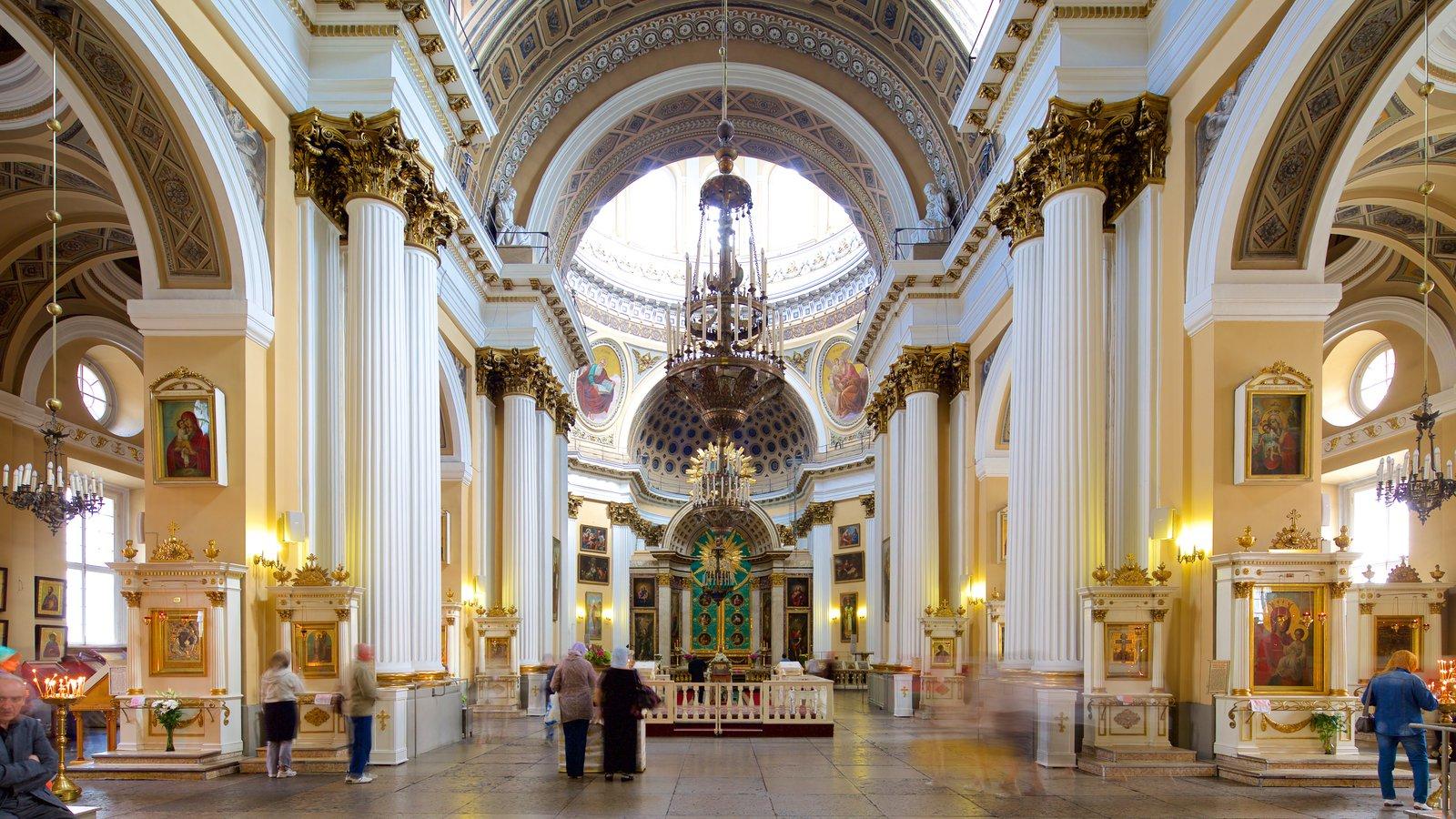 Alexander Nevsky Lavra mostrando vistas internas e arquitetura de patrimônio