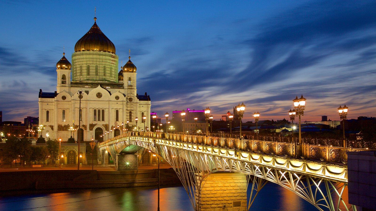 Catedral de Cristo Salvador que inclui uma ponte e arquitetura de patrimônio