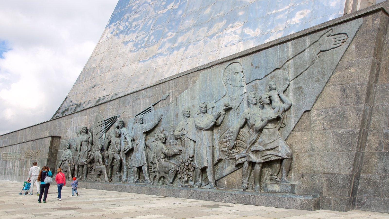Moscou caracterizando arte ao ar livre e um monumento